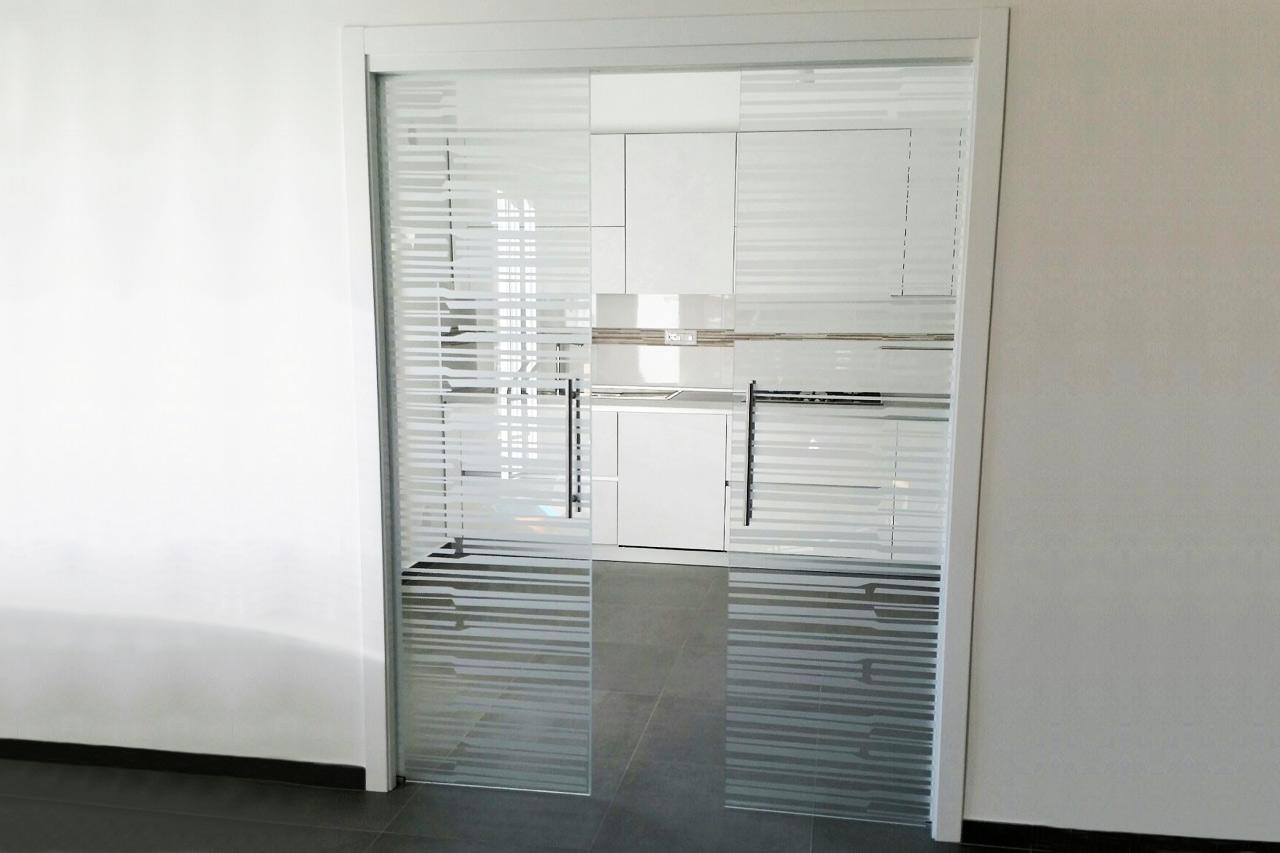 Porte a battente e scorrevoli in vetro a crotone vetreria kroton - Porte scorrevoli in vetro a scomparsa ...